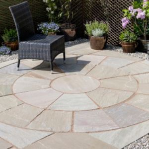 Bradstone Autumn Green Natural Sandstone Paving Circle Autumn Green Natural Sandstone Paving Circle Squaring Off Cor Garden Paving Garden Design Patio Stones