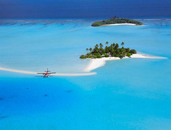 Para unas vacaciones lejos de los tópicos invernales lo mejor es una buena playa. Este reportaje selecciona algunas de entre las mejores: románticas, salvajes, urbanas o situadas estratégicamente frente a un gran hotel. En la lista no faltan destinos asociados al paraíso: Tahití, Seychelles, Isla Mauricio o Maldivas, además de contener una relación de playas canarias con un toque diferente y otras sorpresas costeras repartidas por todo el mundo.