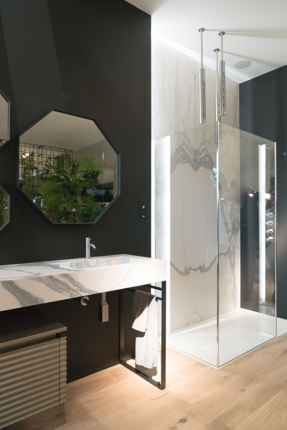 Badezimmer design dusche die besten möglichkeiten carrara marmor im interior design zu