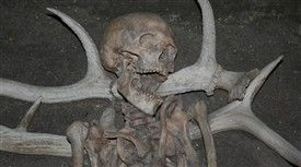 The people at the Danish Stone Age site at Vedbæk buried their elders with the head resting on antlers as sign of estime