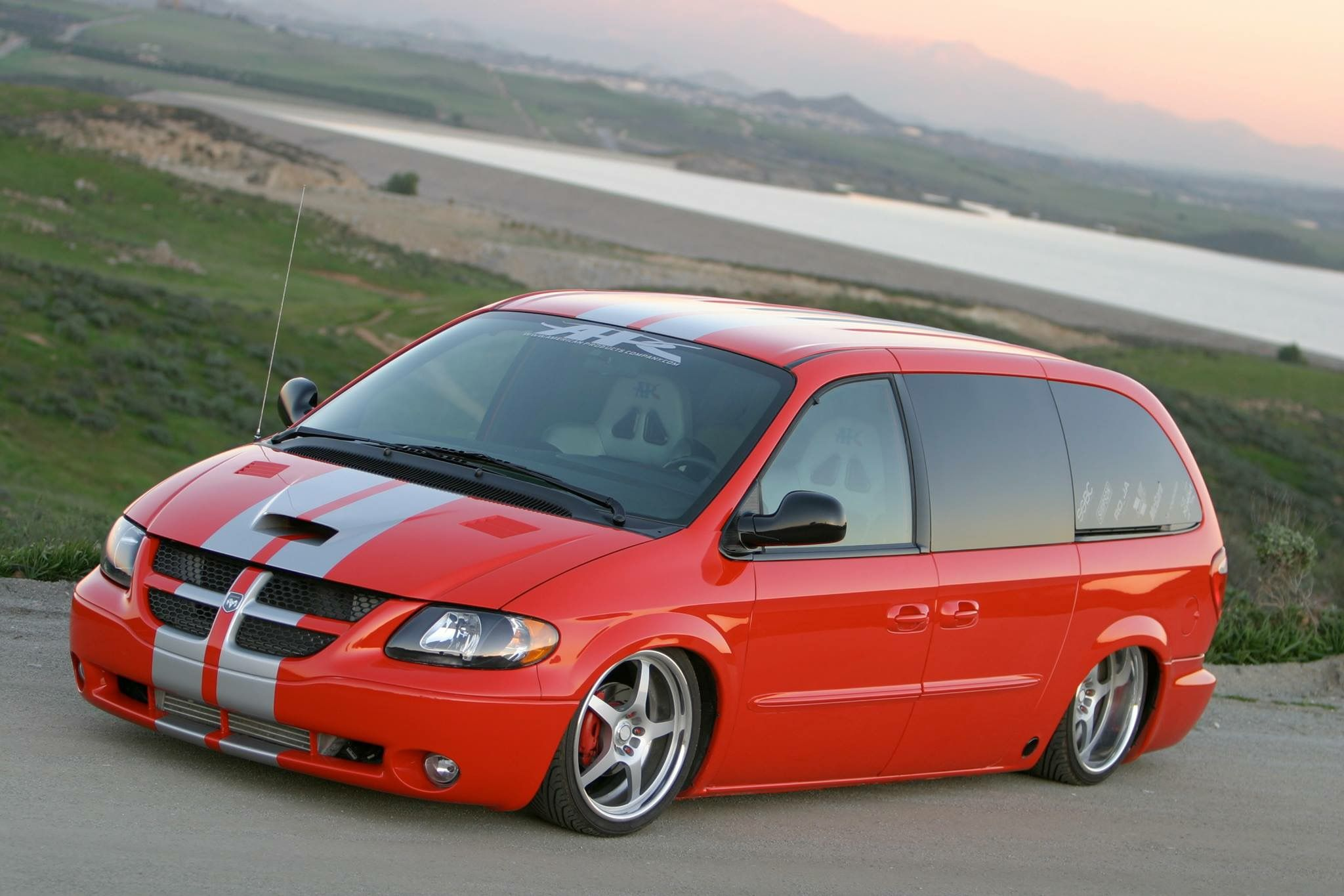 Pin By Justin Berry On Nice Rides Dodge Caravan Minivan Chrysler Voyager Grand Caravan