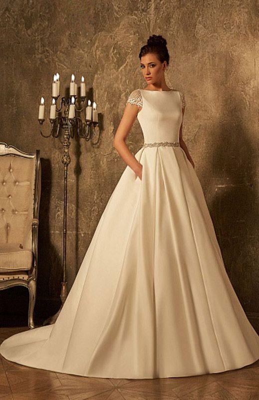 ee3087f3aa8479f Атласное свадебное платье с округлым вырезом под горло и короткими кружевными  рукавами. Скромные Свадебные Платья