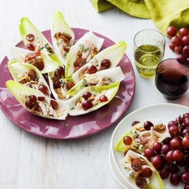 Letnia saatka z winogronami i kurczakiem podana na liciach cykorii letnia saatka z winogronami i kurczakiem podana na liciach cykorii musz ten patent wyprbowa na forumfinder Gallery