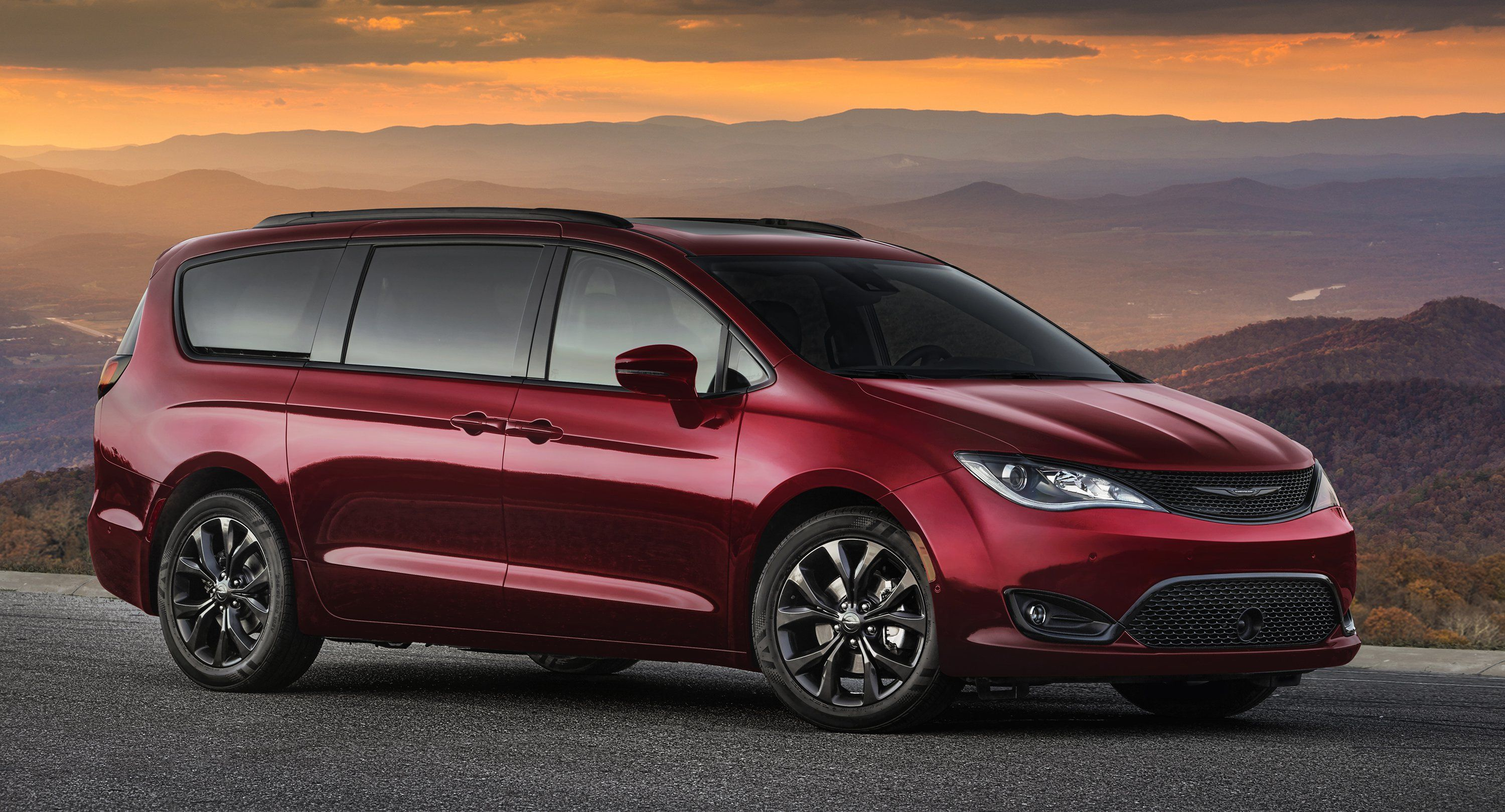 2019 Dodge Grand Caravan And Chrysler Pacifica 35th Anniversary