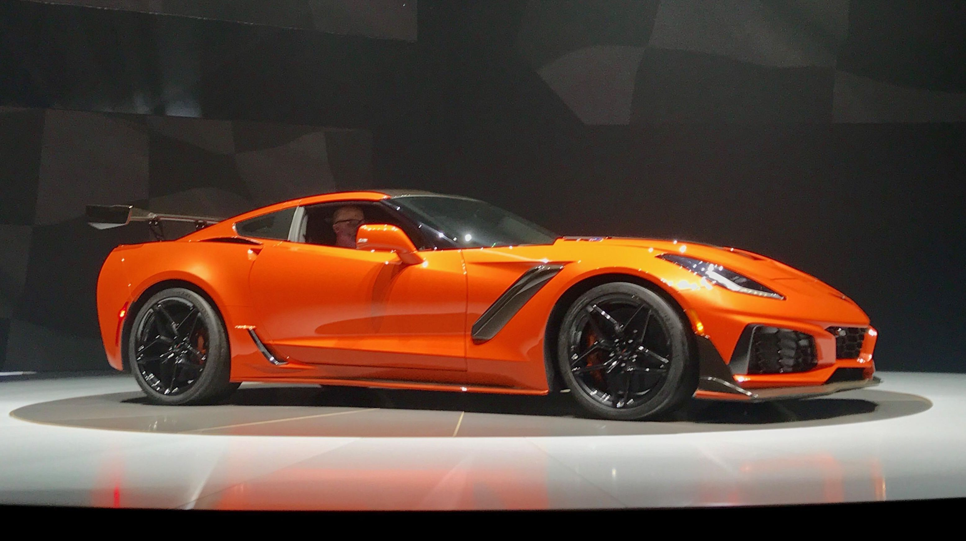 Being Far Away From America Dubai May Seem Like A Strange Place For Chevrolet To Launch Its 2019 Corve Chevy Corvette Chevrolet Corvette C7 Chevrolet Corvette