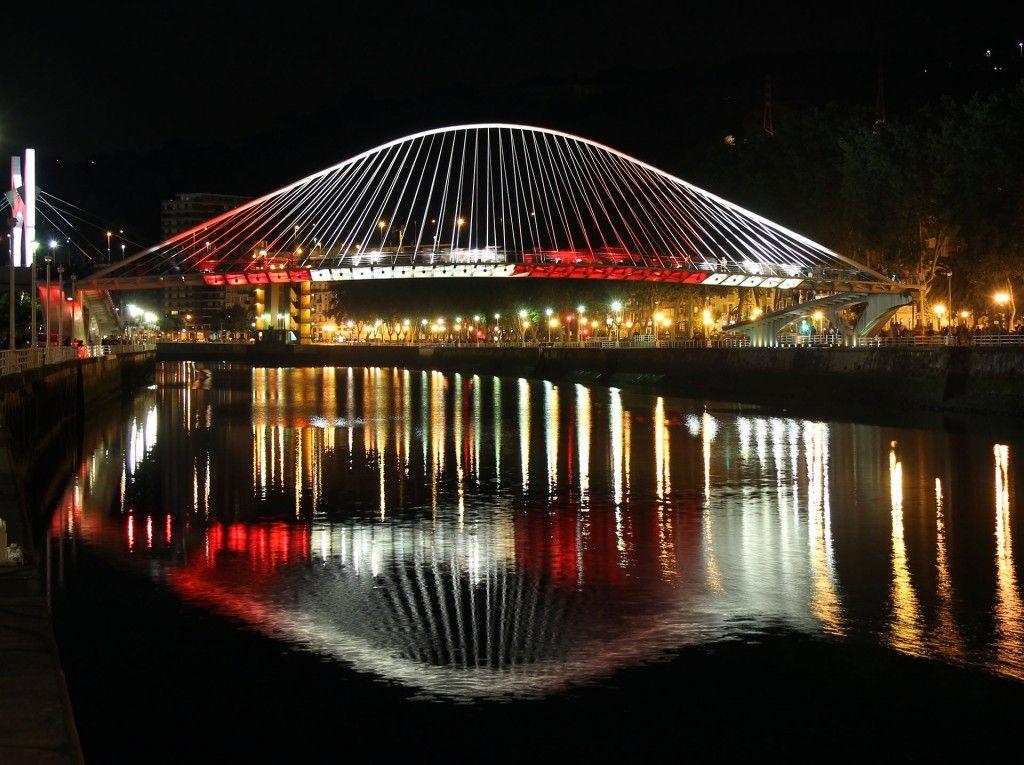 Iluminaci n especial puente zubizuri bilbao noche blanca - Iluminacion bilbao ...