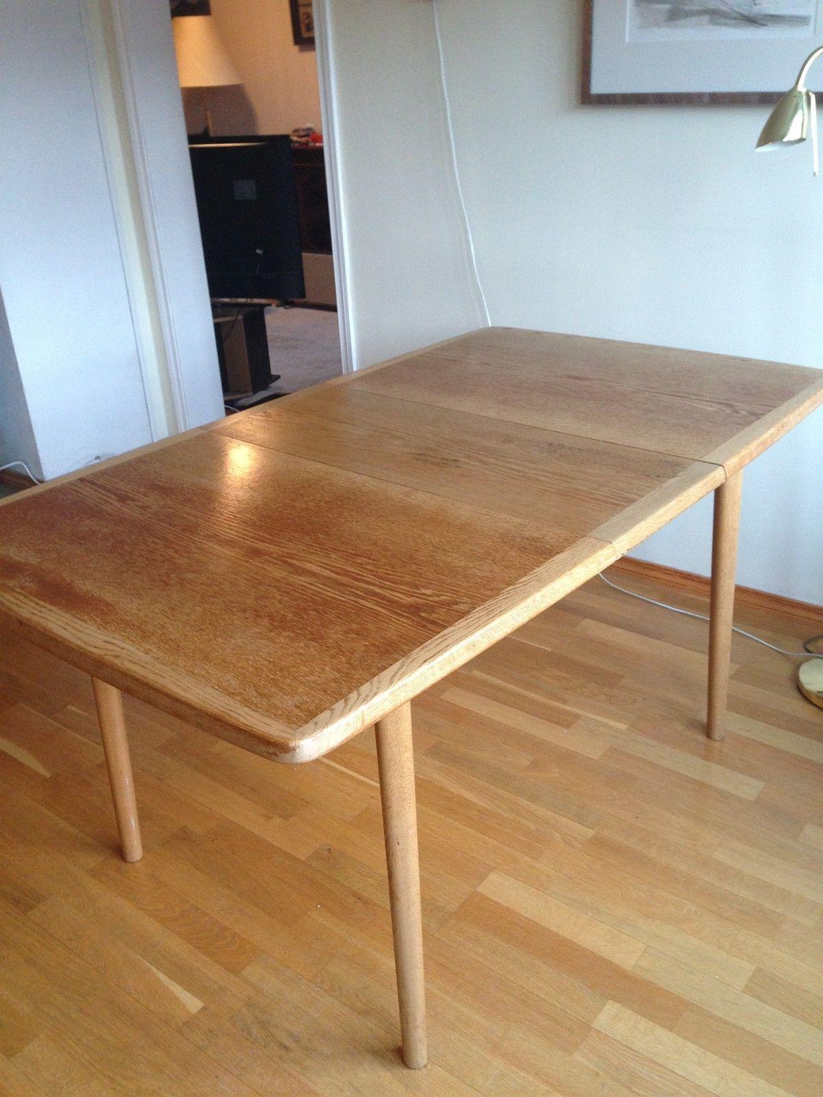 Eik spisebord med to plater 33x88cm som kan plasseres i bordet mår ...