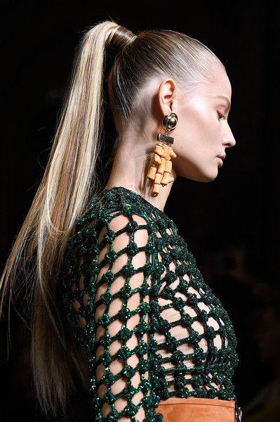 Épinglé par ethymia sur Fashion Week. Coiffure cheveux