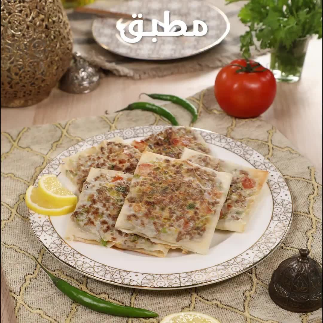 Fatafeat On Instagram وصفة المطبق اللذيذة المكونات 1 عبوة عجينة فايلة جلاش 300 غ لحم مفروم 1 بصل Recipes Arabic Food Fatafeat