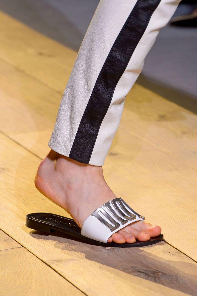 977d3eba96c4 Tendances chaussures femme printemps-été 2017  sandales, plateformes ...