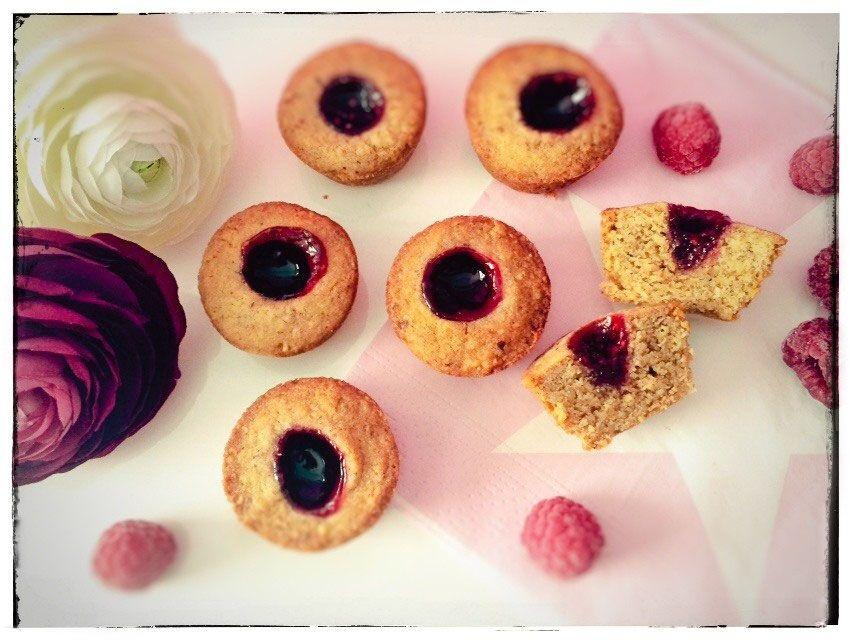 Linzer Muffins. So einfach ist ein schnelles Dessert bereit, das ganz anders schmeckt als alle anderen Muffins. Ideal zum mitbringen!