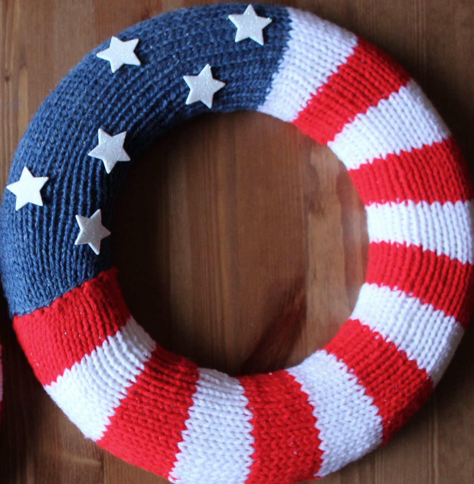 Photo of How to Knit a Patriotic Flag Wreath