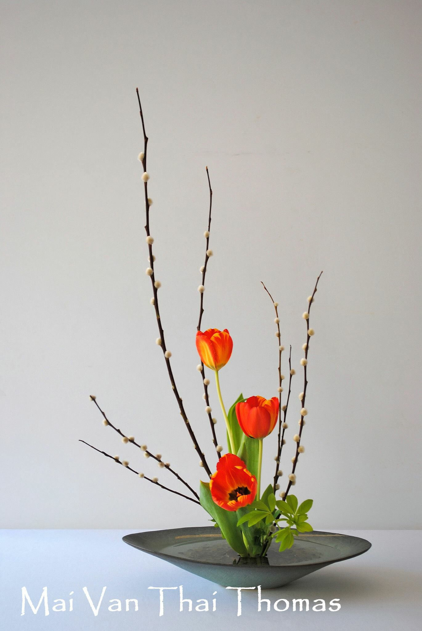 Pin By Allyson Chong On Flower Ikebana Ikenobo Sogetsu Ikebana Flower Arrangement Flower