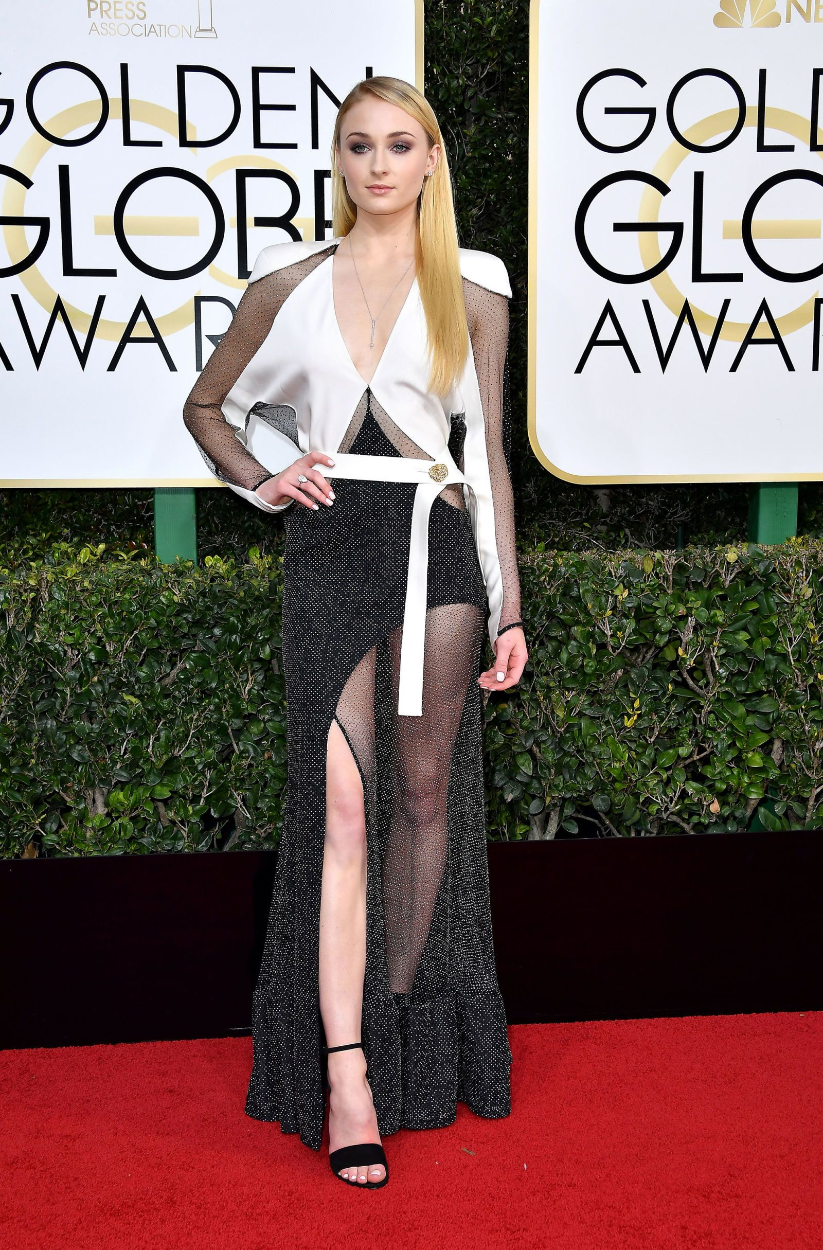 Emma Watson Vs Sophie Turner: Which Gorgeous Lady Rocked