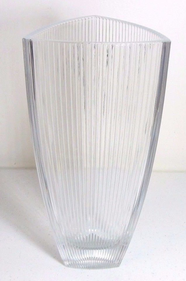 Tiffany Co Triangular Crystal Vase With Vertical Ribbed Lines 10
