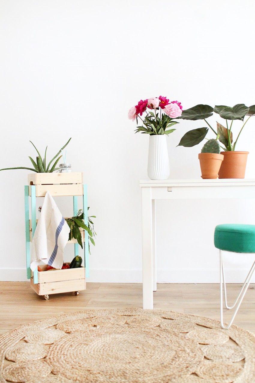 diy une desserte fabriqu e avec des caisses en bois ik a. Black Bedroom Furniture Sets. Home Design Ideas