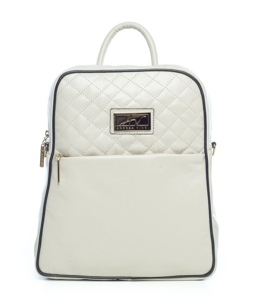 489aa29e5 Mochila feminina com matelassê em couro legítimo marfim - Enluaze Loja  Virtual | Bolsas, mochilas e pastas