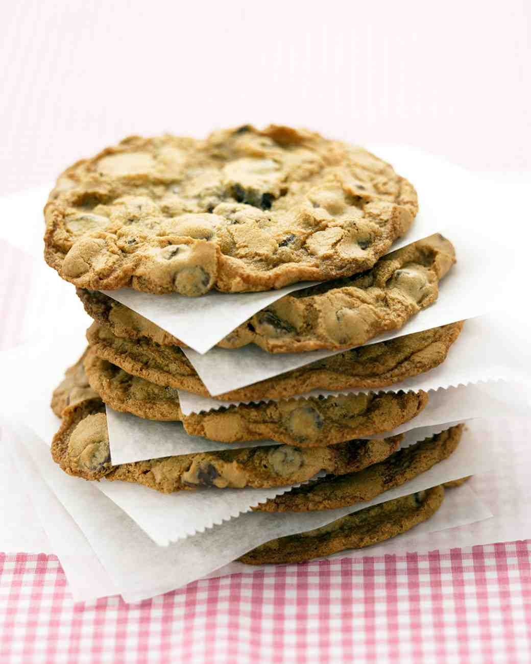 to make Giant Chocolate Chip Cookies, use 1/4 cup dough for each cookie.