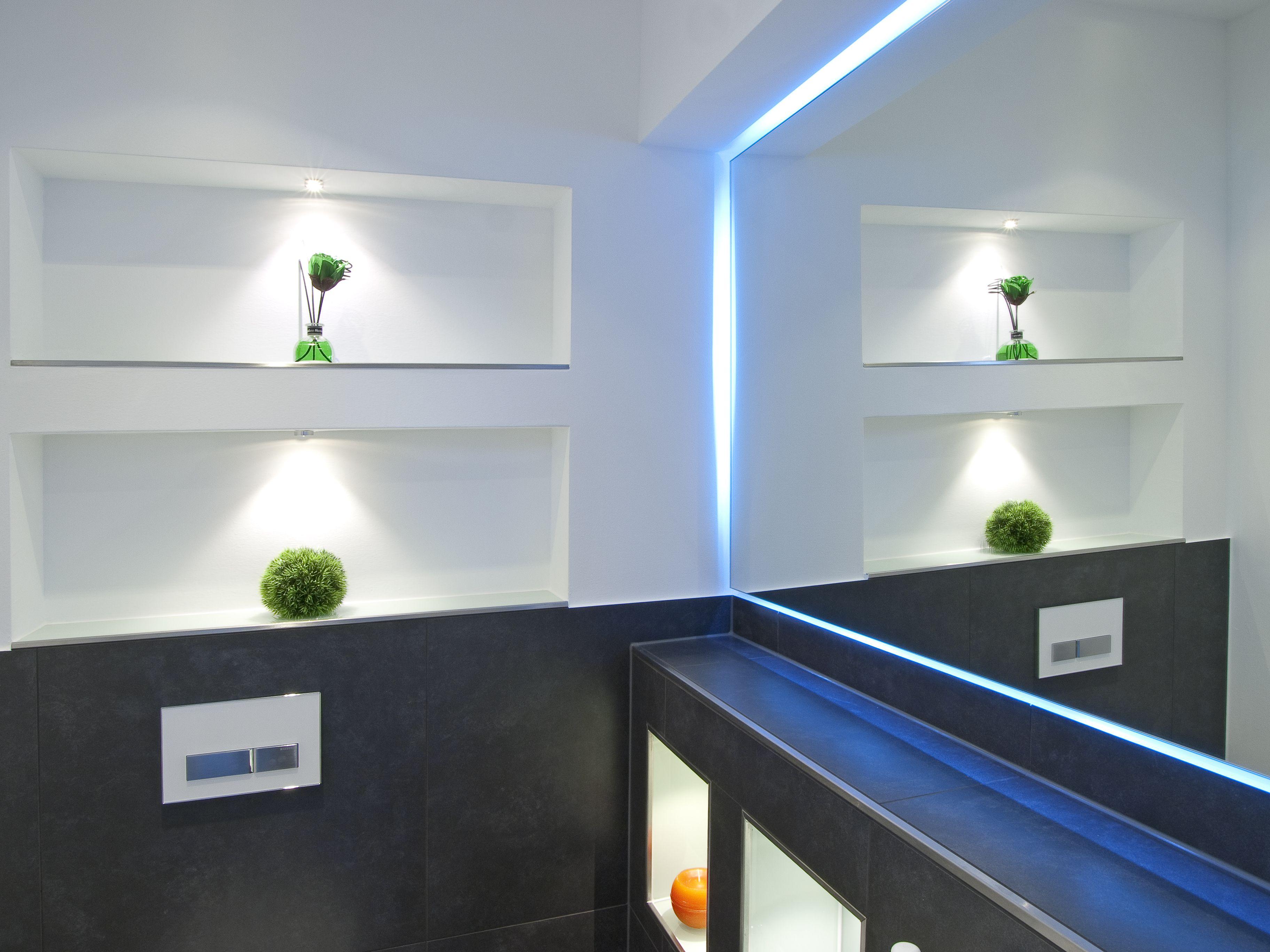 Tchibo Badezimmer ~ Bad detail mit nischen und beleuchteten spiegel nischen mit