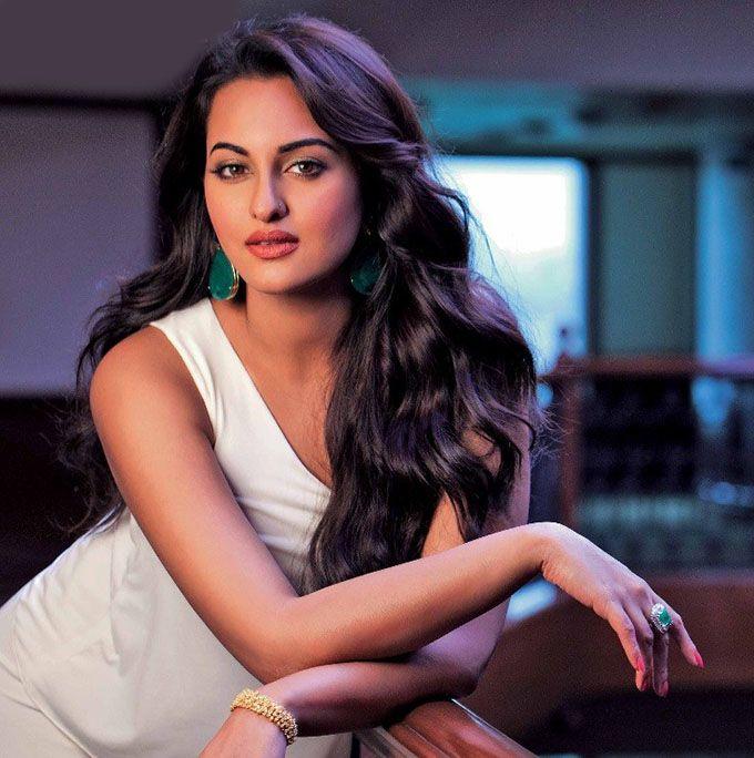 Sonakshi sinha sexy hot image