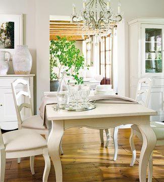 Una alacena, una mesa de comedor, una cómoda… cualquier mueble,  por grande que…