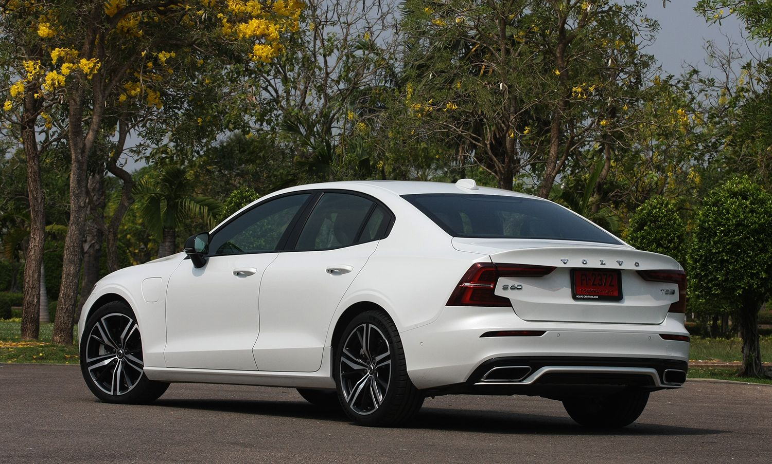 2020 Volvo S60 T8 Long Term Introduction Phev Specs Options In 2020 Volvo S60 Volvo Sports Sedan