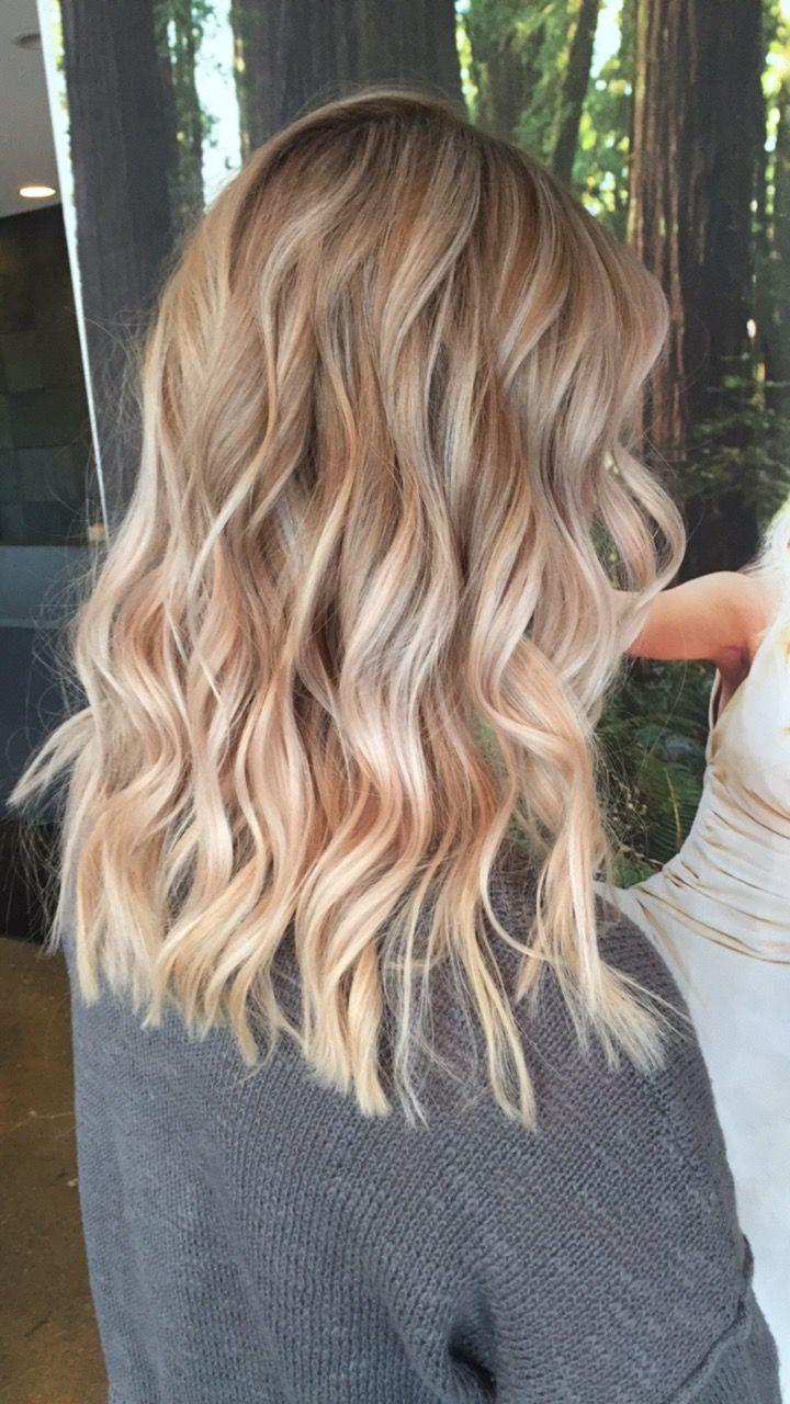 Blonde Balayage Highlights Blonde Hair Honey Beige Hair Styles Medium Length Hair Styles Blonde Hair With Highlights