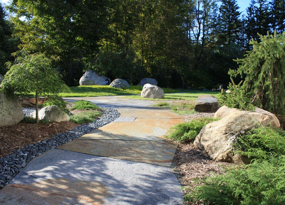 Japanese courtyard garden. Lovely use of boulders. | Canadian ...
