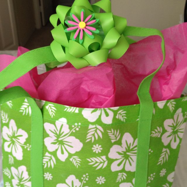 Beach bag instead of wrapping paper!