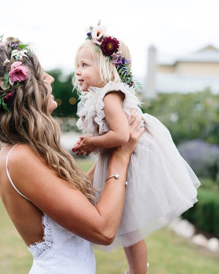 Meet lovely bride Kirra and a sweet poppet... moments like this and so much more inspo and an incredible team of vendors over on the blog today. Captured by @erinandtara #wedding #summerbride #summerwedding #bohemianbride #bohobride #hairwreath #relaxedwedding #whitemagazine