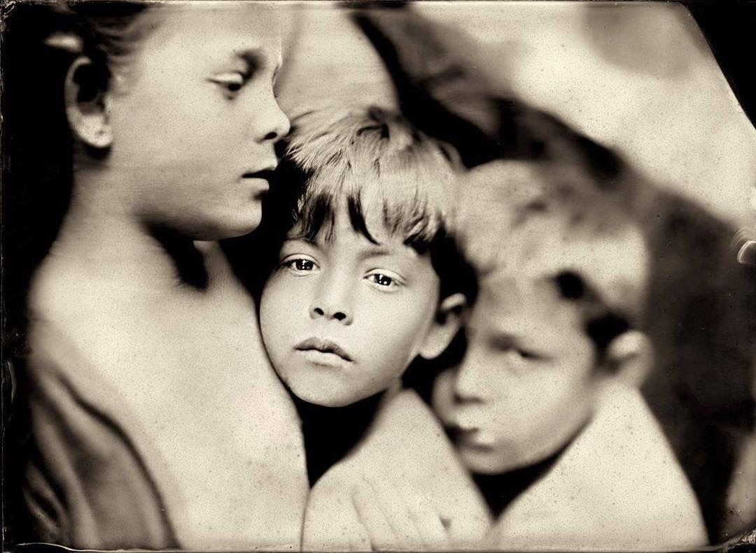 Jacqueline Roberts atrapa el fin de la infancia con técnicas fotográficas del s.XIX