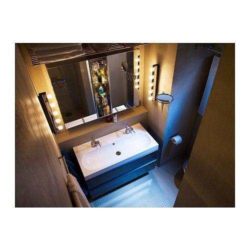 MUSIK Vägglampa IKEA Perfekta att placera på båda sidorna om en spegel för att få ett bra, bländfritt ljus exempelvis när du sminkar dig.