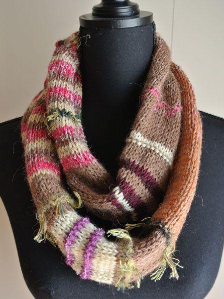 「2014冬ハンドメイド」茶色にピンク、ベージュの段染め糸(ウール)を中心に編みました。全体にほそ~~いアクリル糸を1~2本合わせています。アクリル糸がほんの...|ハンドメイド、手作り、手仕事品の通販・販売・購入ならCreema。