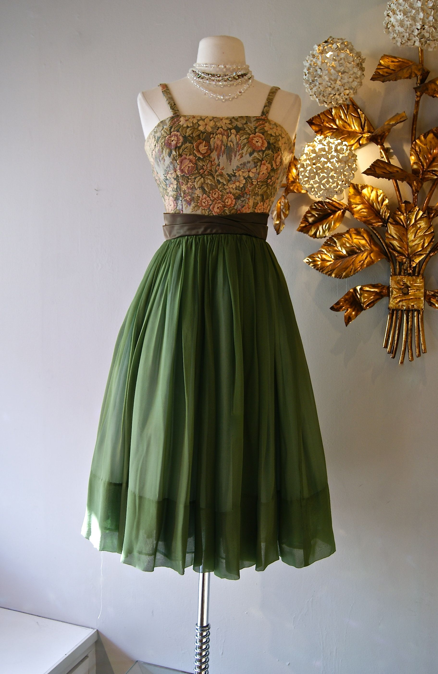 Vintage 1960s Jr Theme Party Dress Romantic Feminine Fashion Vintage Designer Classic Partydres Lace Dress Vintage Nice Dresses Vintage Dresses Casual [ 2801 x 1823 Pixel ]