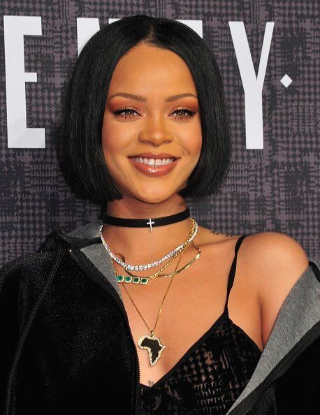 relatable on rihanna layering necklaces and rihanna fenty. Black Bedroom Furniture Sets. Home Design Ideas