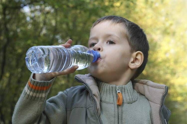 Resultado De Imagen Para Niño Bebiendo Agua