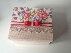 Caixa forrada com tecido e renda