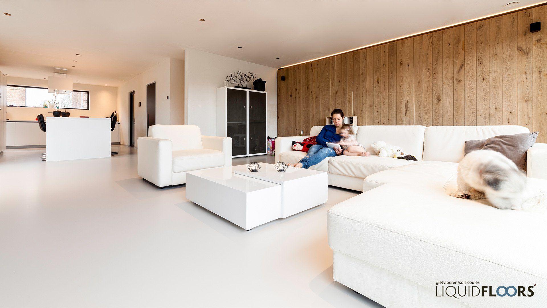 Exclusieve Gietvloer Woonkamer : Naadloze design gietvloer in woonkamer liquidfloors gietvloeren