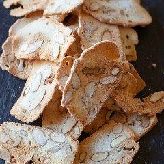 Biscotti di albume con mandorle senza burro e olio