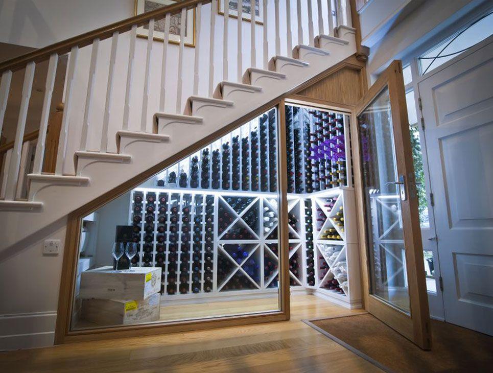klimatisierter weinlagerraum unter der treppe weinregale weinkeller keller und wein. Black Bedroom Furniture Sets. Home Design Ideas