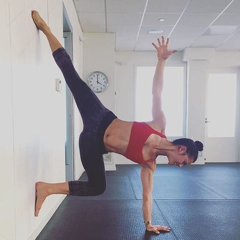 forget the mat try these 25 wall yoga poses  Позы йоги