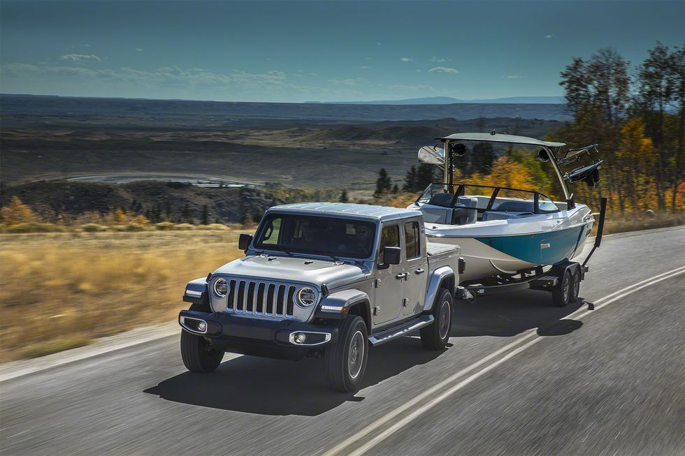 Why The Diesel Jeep Gladiator Pickup Tows Less Than The Gas Engine 0lllllll0 Jeep Gladiator Jeep Jeep Wrangler Pickup