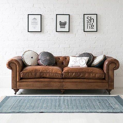 Gorgeous Vintage Style Italian Tan Leather Chesterfield Sofa Rose Grey Salon Avec Canape Brun Salon Marron Et Meubles En Cuir