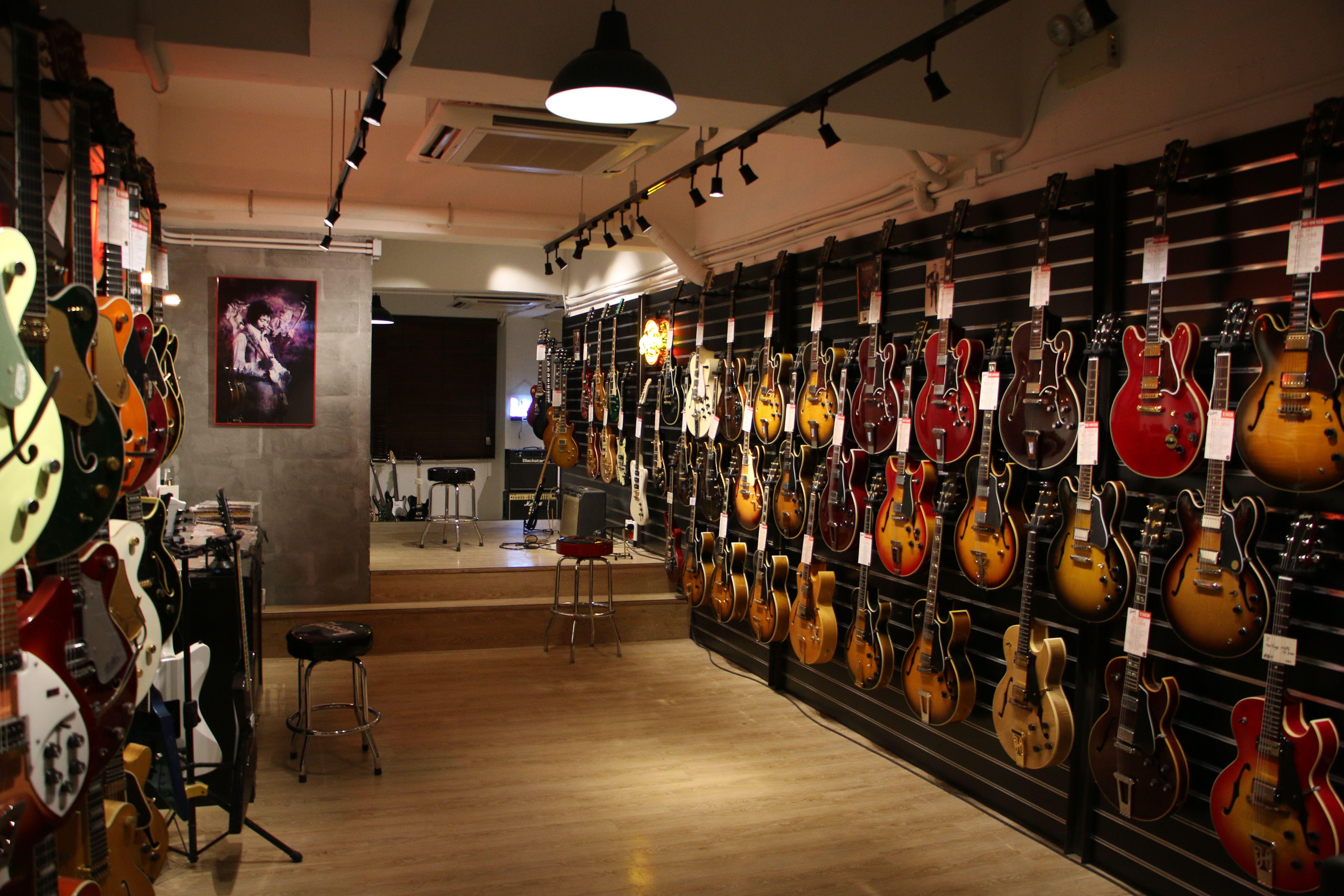 Nck Guitar Showroom In Hong Kong Ceiling Lights Track Lighting Guitar Shop