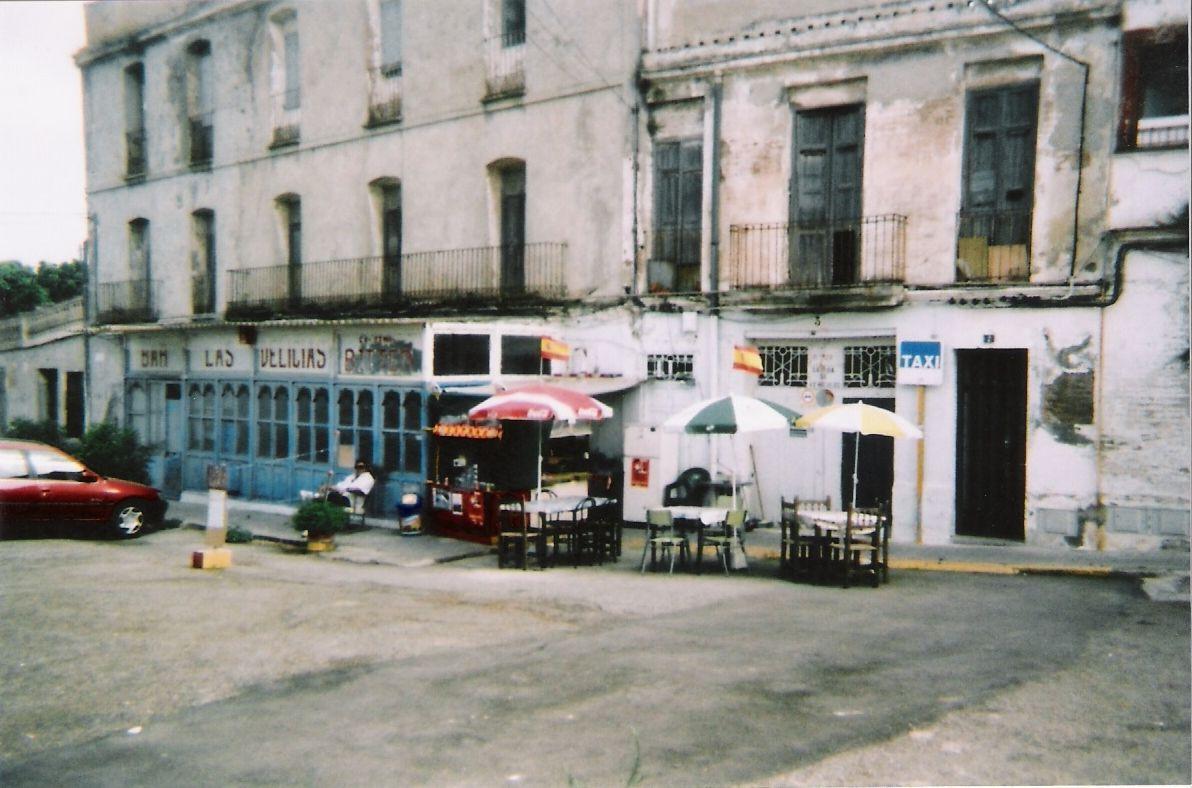 Las delicias, al lado de la estación de tren de Burriana.