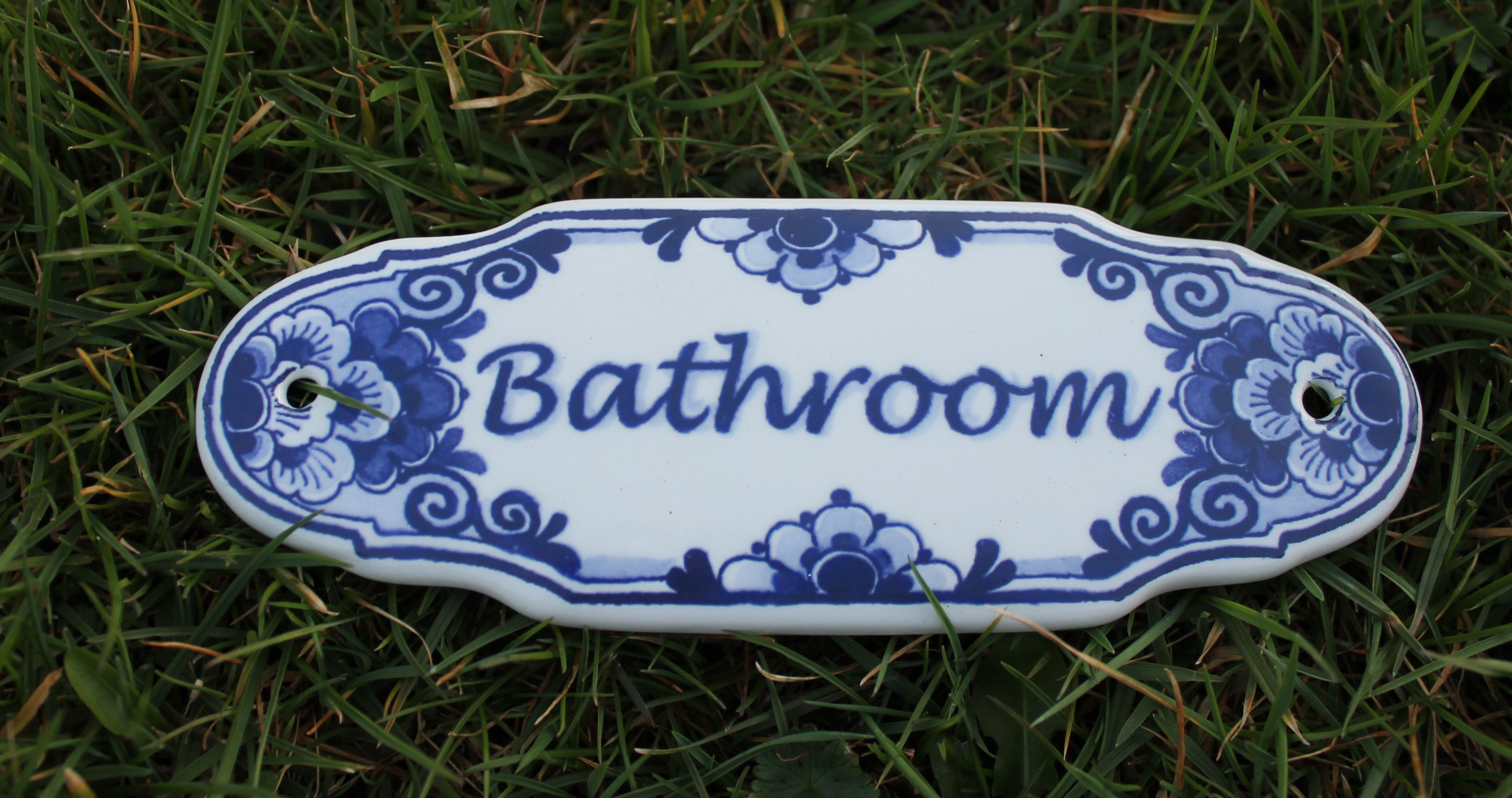 Looking For A Bathroom Let This Delft Blue Sign Pin The Way