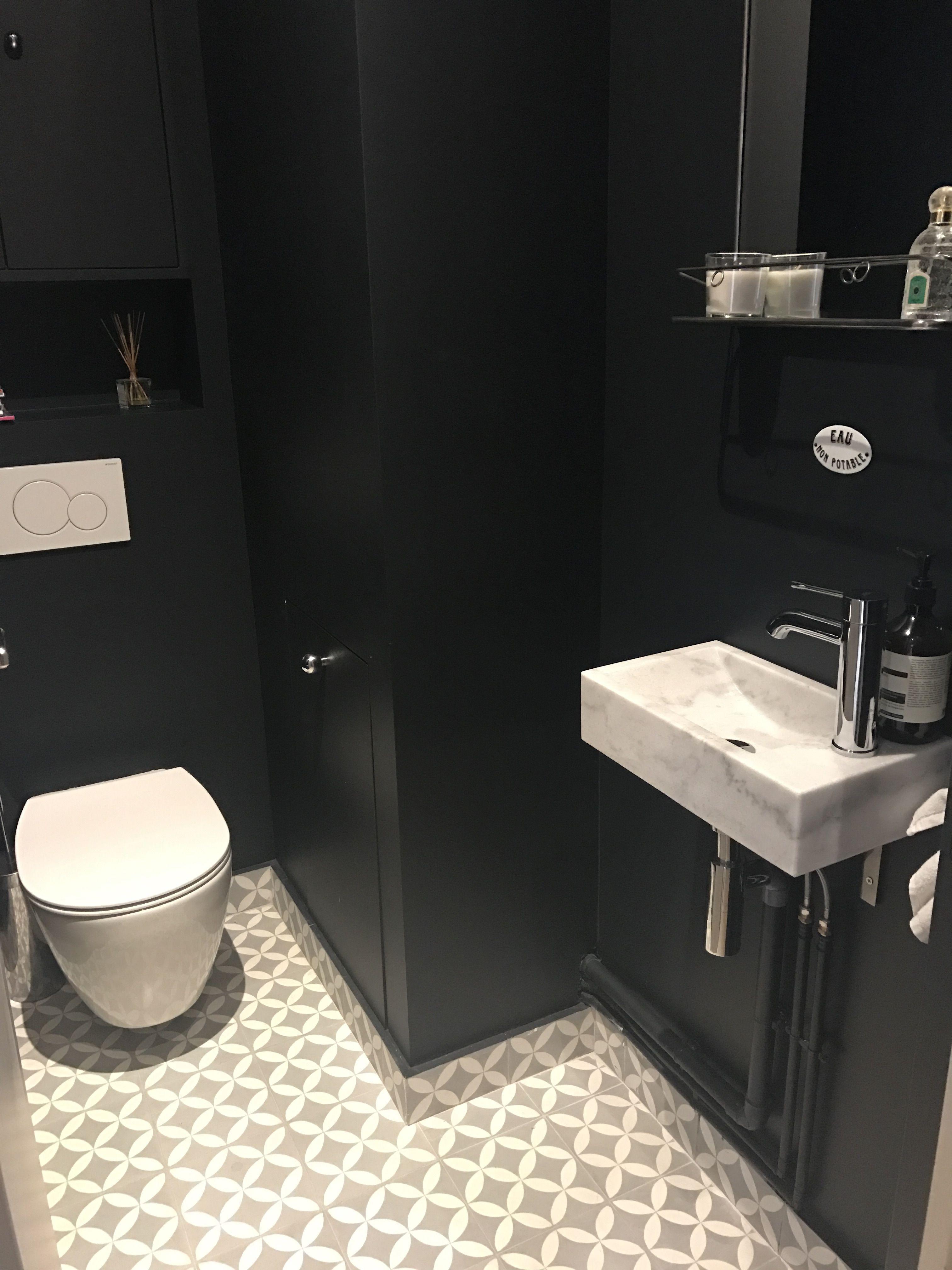 Tendance Bo Te Noire Ultra Chic Pour Ces Toilettes Avec Les ~ Salle De Bain Provencale