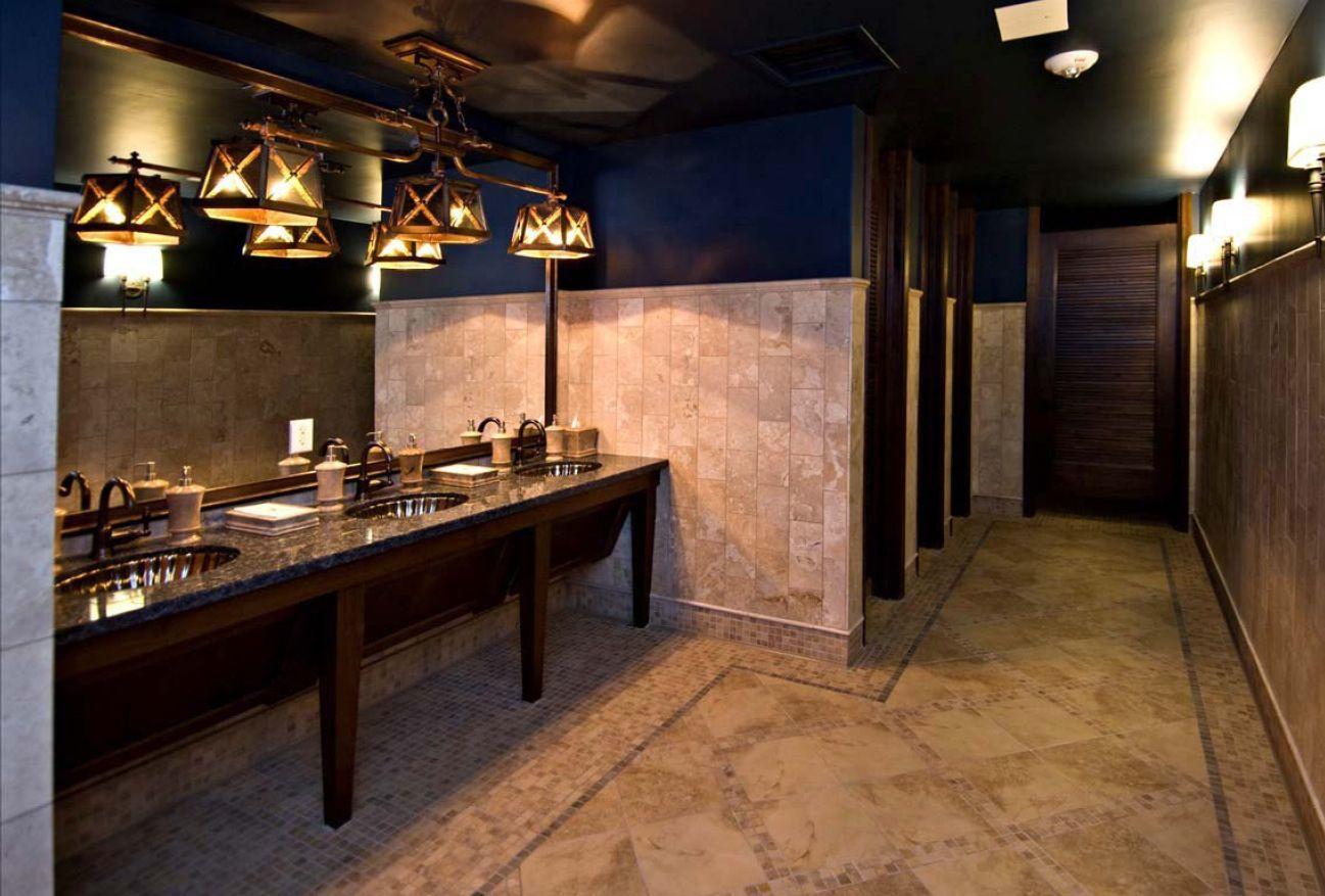 Country Club Rr Vanity As Furn Toiletries On Ctop Public