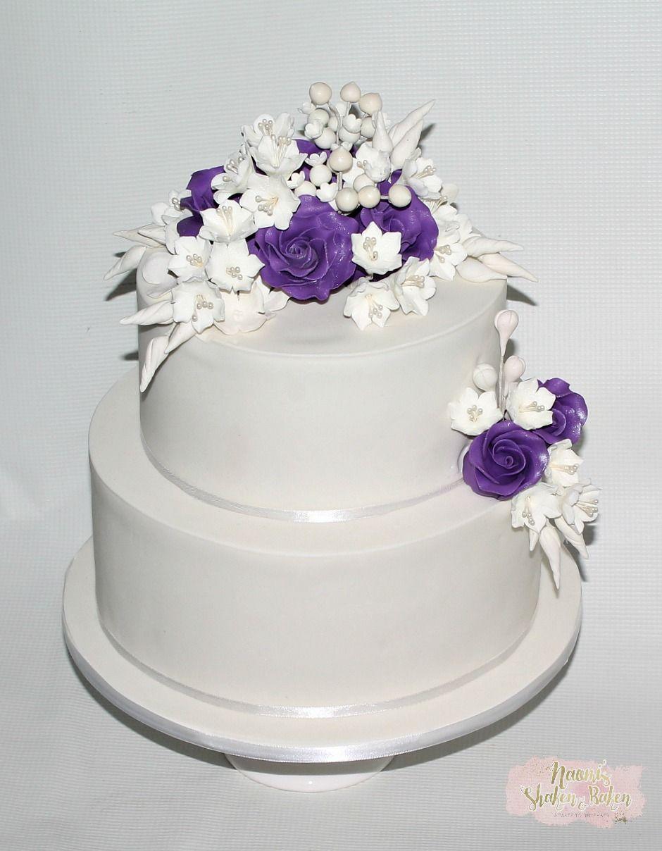 Sneak revel cake Elegant on the front side adorn with handmade ...