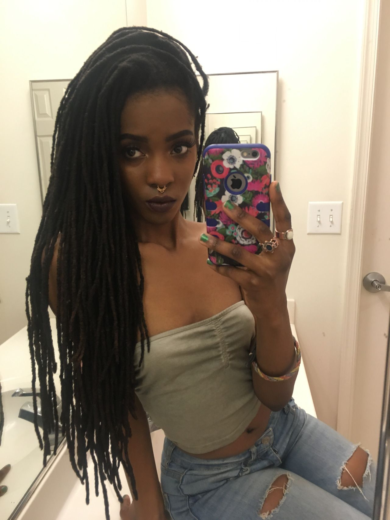 Chief Keef Hairstyle Name Queen In Dashiki With Locs Dreads Locs Dreadlocks Pinterest